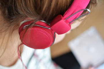 hair-headphone-hearing-3100.jpg